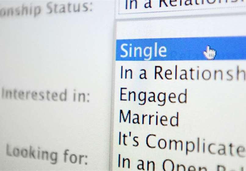 Mi novio no publica nuestra relación en facebook